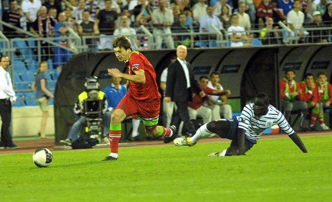 Уже в начале матча с французами Андрей Воронков мог выйти на рандеву с Льорисом, но оступился