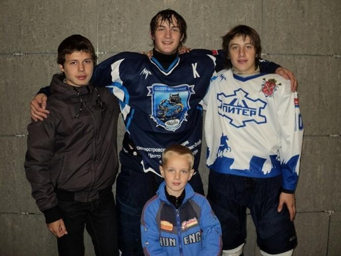 Вадим Клявзо (второй справа) хочет играть только за Беларусь.