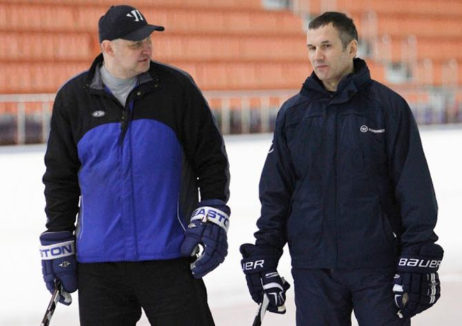 Перед важными матчами Игорь Матушкин не отвлекает хоккеистов разговорами о новых контрактах.