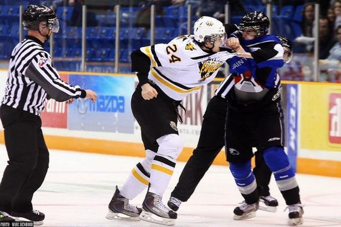 Роман Граборенко не боится потерять зуб (или кому-нибудь выбить), если того требует хоккей