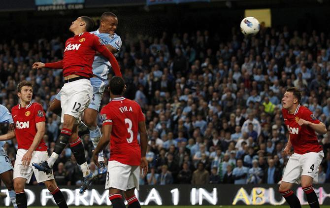Венсан Компани забивает, возможно, самый важный гол английского сезона.