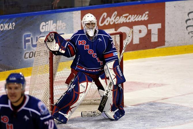Виталию Белинскому, в отличие от витебского коллеги, от тренера не досталось -- в серии буллитов он сыграл здорово
