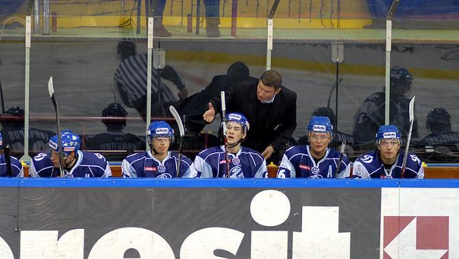 Андрей Ковалев безуспешно пытается взбодрить подопечных