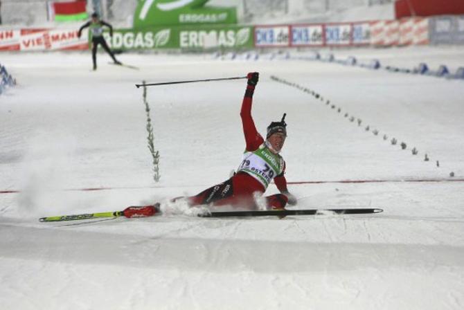 На этот раз победа Эмиля Хегле Свенсена объясняется просто - Бьорнадален упал на одном из спусков.