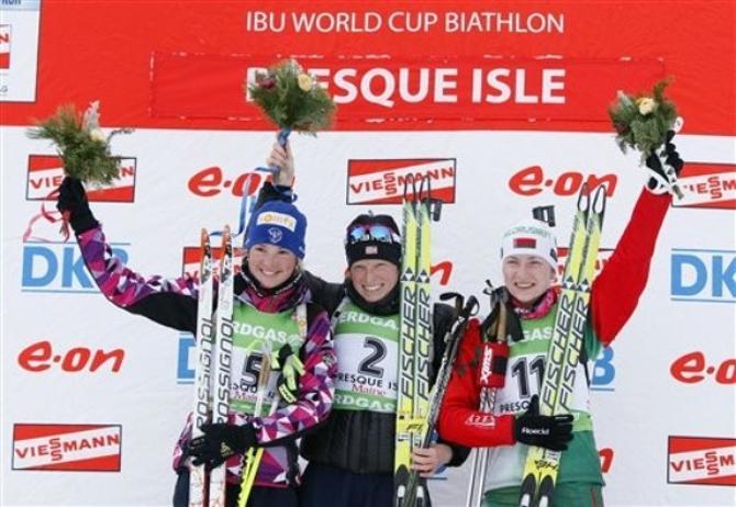 Дарья Домрачева радуется тому, что 11-е место на старте ей удалось разменять на 3-е на финише.