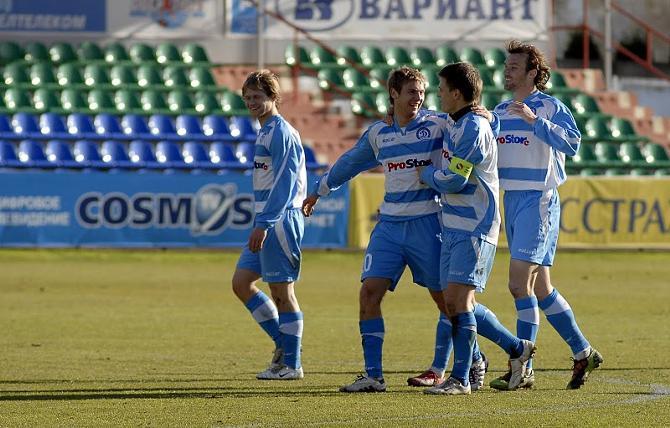 Олег Веретило (второй слева) сам не верит своему счастью.