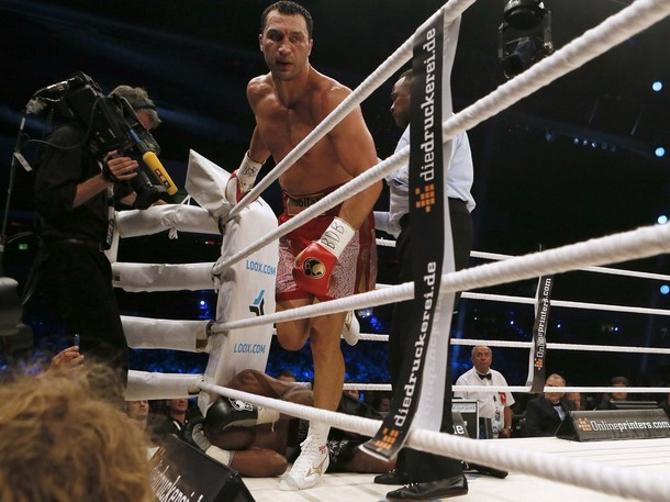8 июля Владимир Кличко нокаутировал Тони Томпсона в шестом раунде.