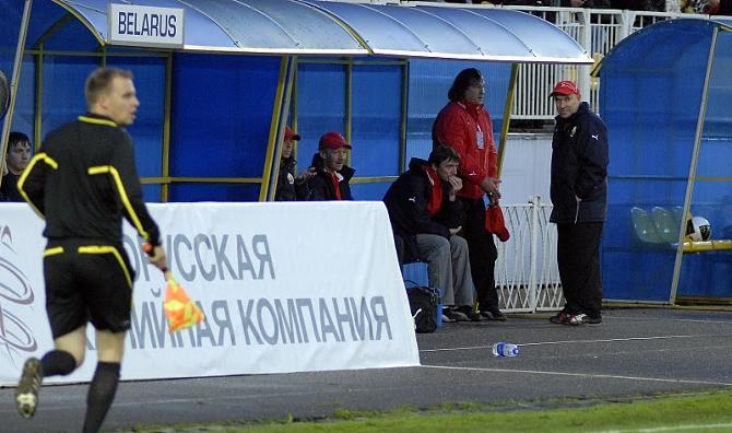 Георгий Кондратьев недобро смотрит на поле