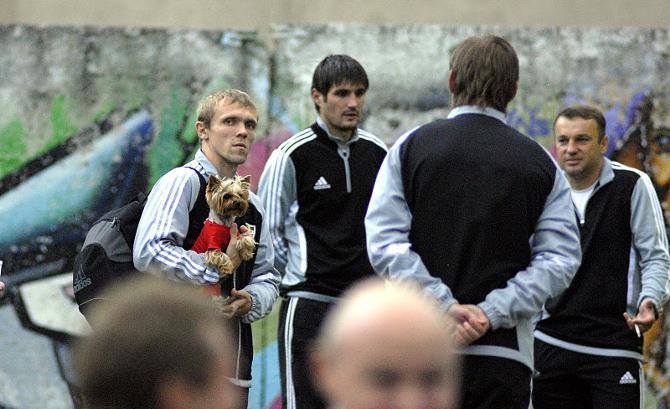 Андрей Леончик -- пожалуй, самый известный любитель собак в нашем футболе