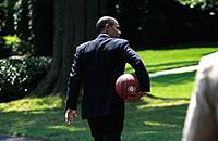 «Пока Барак давал прогнозы на баскетбол, Путин сделал Крым частью России». Как Обама интересуется спортом