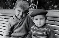 «У Олега усы выросли в 17 лет – с тех пор и не сбривает». Игорь Знарок – о брате