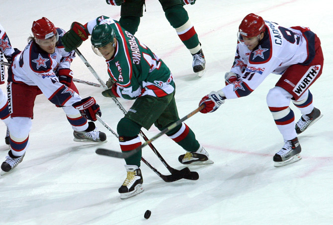 Михаил Анисин и еще 8 хоккеистов, конфликтовавших с клубами
