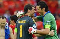 Игра с форвардами. Фото матча Испания – Италия
