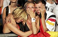 Самые грустные футбольные болельщики мира