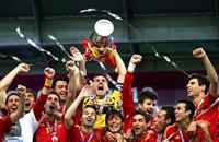 Четыре мяча, три титула. Фото финала Евро-2012