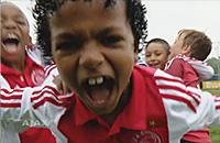 Как празднуют голы в детской команде «Аякса»