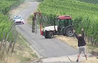 Сюрприз дня. Трактор на гоночной трассе