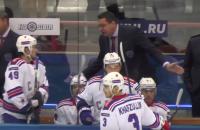 Агрессия дня. Андрей Назаров орет и толкает своих хоккеистов