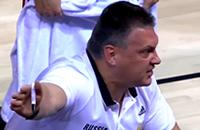Мотиватор дня. Евгений Пашутин разговаривает с баскетболистами сборной России во время тайм-аута