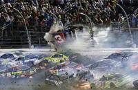 Авария дня. Ужасный завал на финише гонки NASCAR в Дайтоне