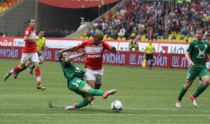 «Спартак» второй раз одержал победу с помощью ошибочного пенальти»