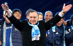 Исследование Sports.ru: Дик Адвокат – самый высокооплачиваемый тренер в истории российской премьер-лиги