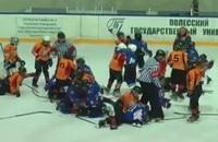 Видео дня. Украинская детская хоккейная команда подралась с белорусами