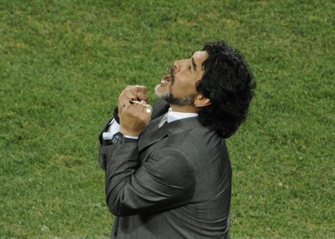 Диего Армандо Марадона раудется. Есть чему.