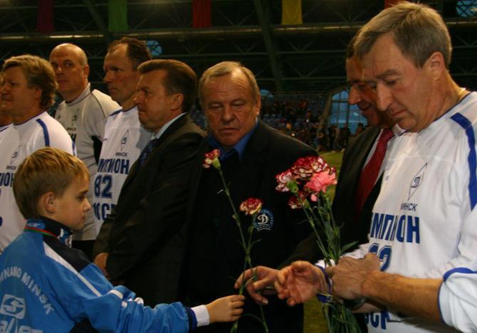 Владимир Курнев уже больше 20 лет в одном месте и в одно время играет с друзьями в футбол