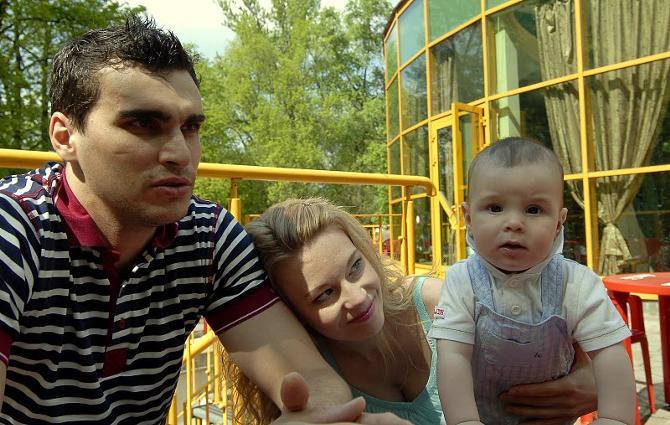 Для обоих супругов главное - крепкая семья и здоровье малыша.