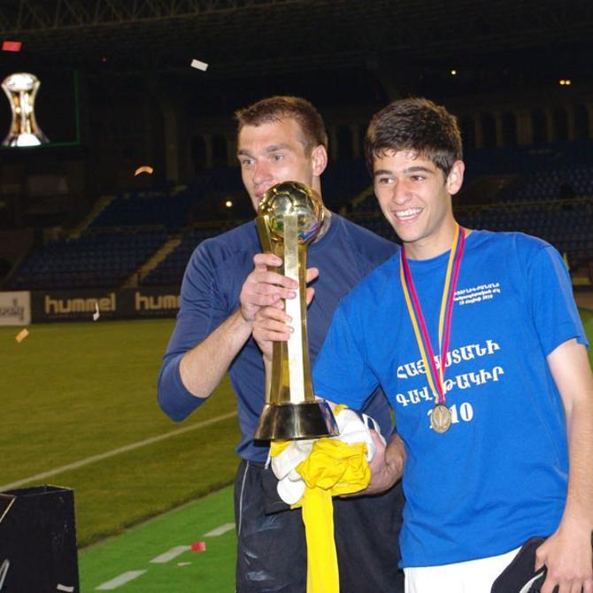 К Кубку Армении Лесько (слева) присовокупил еще и золотые медали чемпионата