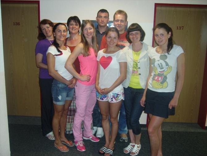 По словам Анны Симон (на фото — третья слева), белорусские биатлонистки очень внимательны к своим болельщикам
