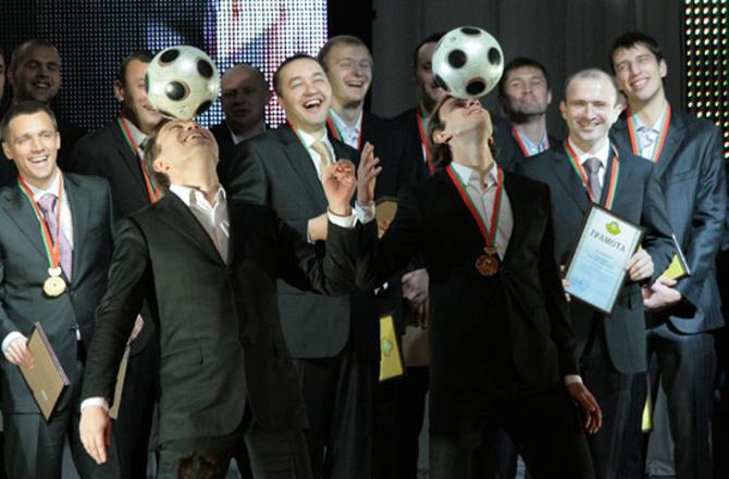Анатолий Капский сердечно прощается с игроками, которые ему дороги