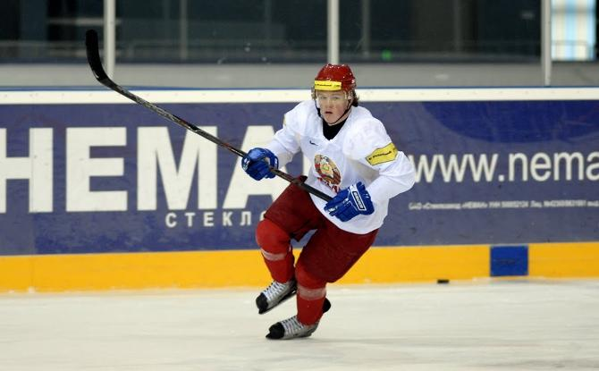 Артем Демков отметил дебют на чемпионате мира заброшенной шайбой.