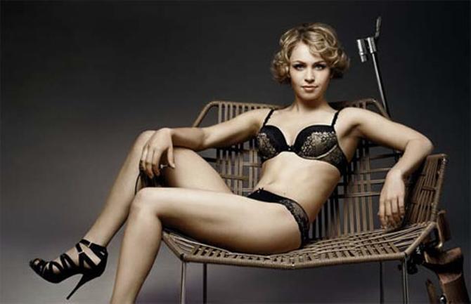 Двукратная олимпийская чемпионка Магдалена Нойнер снялась в рекламе нижнего белья.