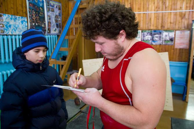 Выход Андрея Арямнова на помост вызвал ажиотаж даже среди тех, кто не интересуется тяжелой атлетикой