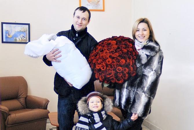 Счастливый отец Дмитрий Мелешко и его семья