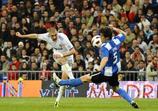 Карим Бензема угодил мячом в челюсть футболисту