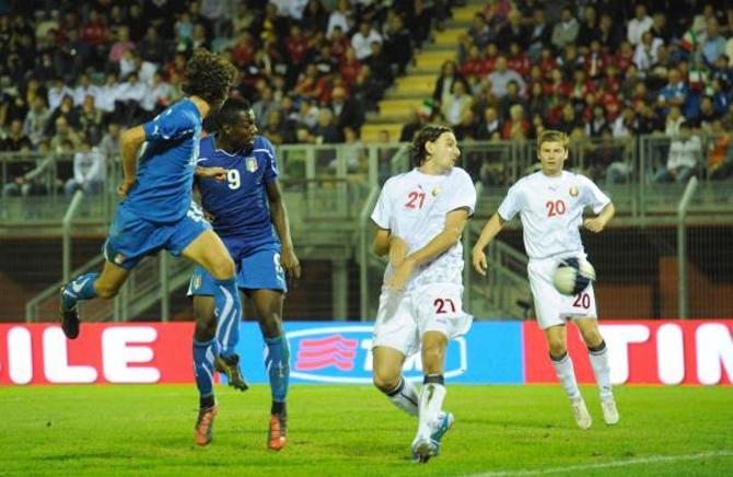 Два гола сборная Беларуси пропустили из центральной зоны обороны.