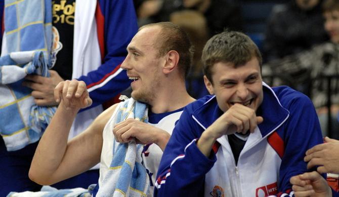 Ростислав Вергун (справа) умеет шуткой подбодрить команду