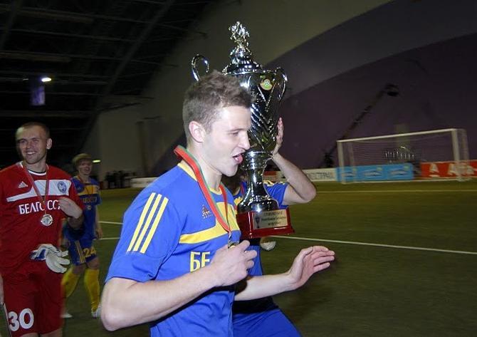 Завоевав достаточное количество трофеев на родине, Игорь Шитов решил начать легионерский этап карьеры