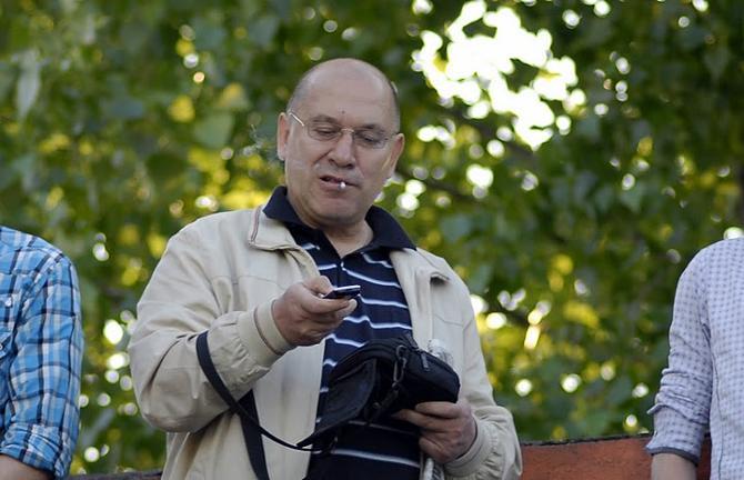 Георгий Кондратьев не любит журналистов, но зато за него играет команда.