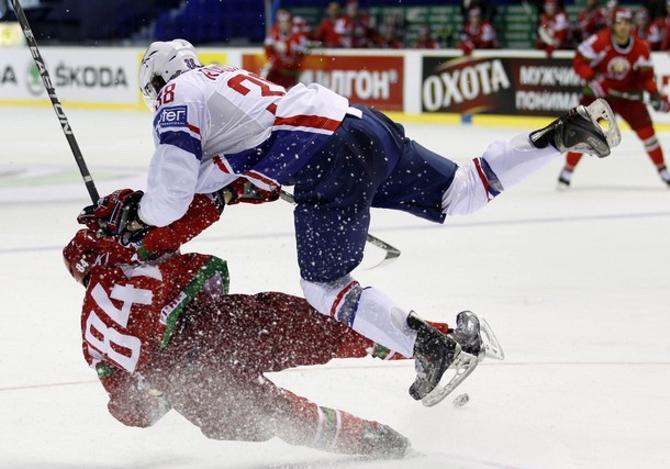 Французы отправили белорусов в нокдаун...