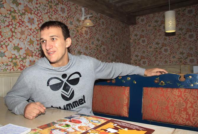 Дмитрий Никуленков всегда считал, что гандбол - не женское дело