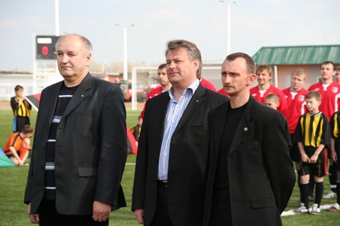 В основном, Сергей Турчин (на фото -- слева) занимается доставанием денег