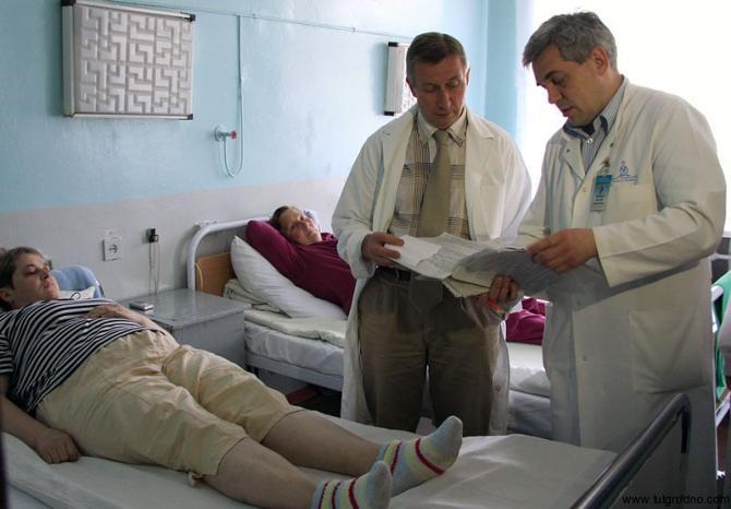 Юрий Островский (на фото -- стоит слева) получит от занятия спортом гормоны счастья