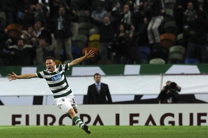 Диего Капель празднует победный гол в ворота