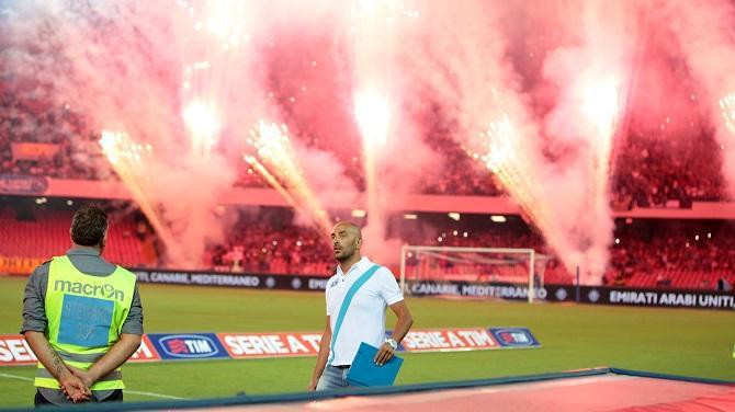 В футбольном Неаполе все феерично, в том числе и диктор на стадионе.