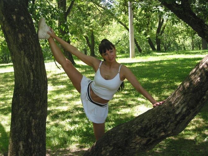 Наталья Новожилова и сегодня готова преподать урок фитнеса кому угодно