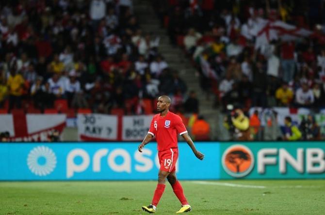 Джеремейн Дефо вывел сборную Англии в плей-офф.